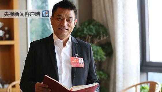 """全国政协委员刘永好:提案建议实施农村""""振兴人才培养计划"""""""